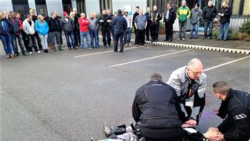 Demonstration during a biker down course