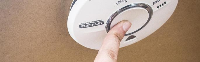 Encouraing residents to test smoke alarms